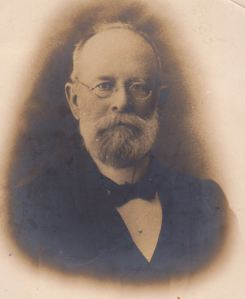 3-Grandpa-Swan-or-Caddy